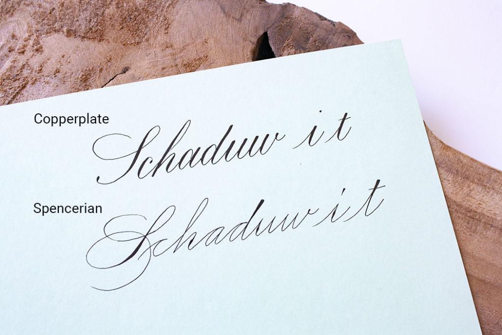 Verschil tussen Copperplate en Spencerian kalligrafie