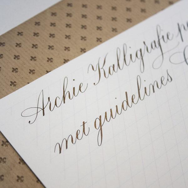 Kalligrafie papier met hulplijnen