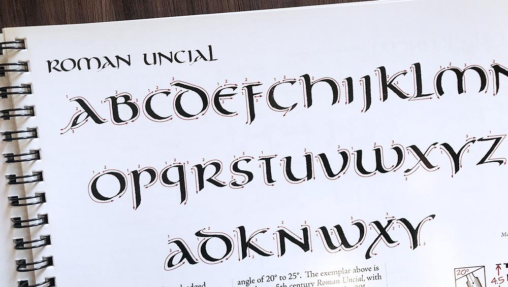 Roman Unicaal kalligrafie