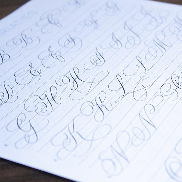 Kalligrafie flourishing letters variaties alfabet