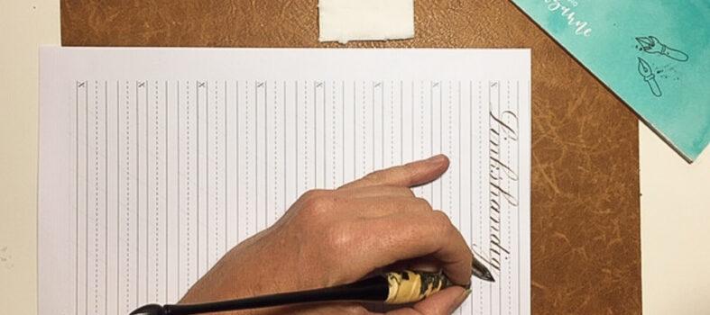 Linkshandig kalligraferen